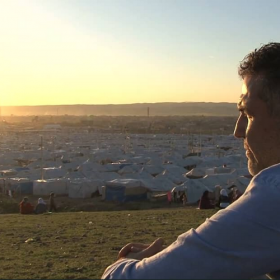 Khaled Hosseini visiting refugees in Iraq<span></span>